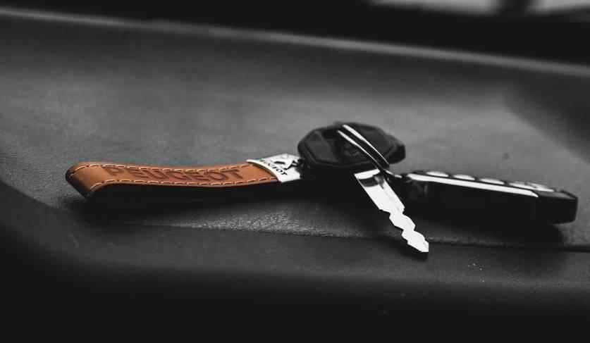 key-to-rented-car